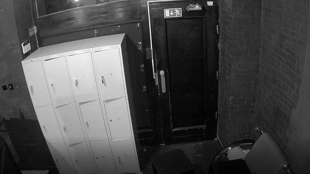 Muž podezřelý z výtržnictví v pražském klubu