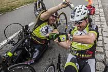 Zdraví i handicapovaní cyklisté o víkendu slavili.