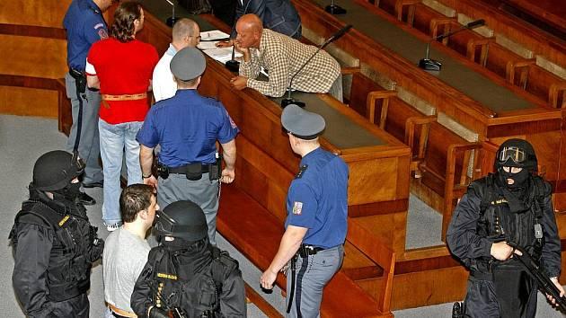 NEUSPĚLI. Třem členům Berdychova gangu rozdal pražský Vrchní soud dohromady dvacet let.