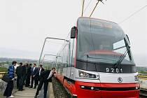 Pražský dopravní podnik vzal ve středu tramvají s označením 15T ForCity novináře na zkušební jízdu po Praze.