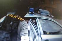 Detektivové z Útvaru pro odhalování organizovaného zločinu (UOOZ).