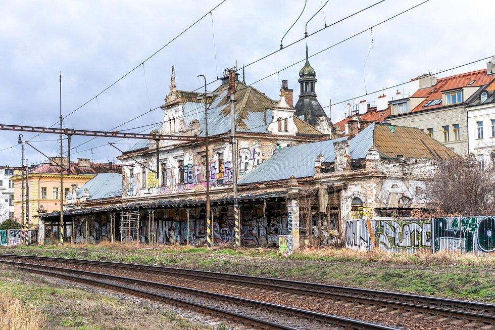 Praha bojuje o vyvlastnění nádraží Vyšehrad, které je v současnosti v havarijním stavu.