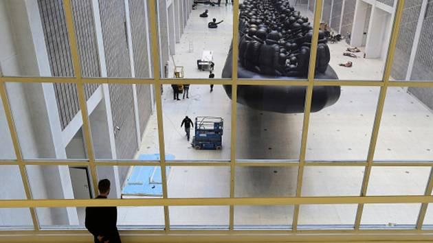 Ve Veletržním paláci v Praze instalovali dílo čínského výtvarníka a aktivisty Aj Wej-weje s názvem Zákon cesty.