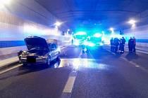 Tunelový komplex Blanka v Praze byl uzavřen kvůli požáru vozidla.