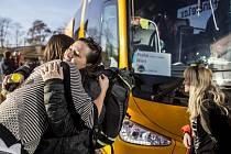 Skupina dobrovolníků odjela v pátek 13. listopadu 2015 z Prahy na ostrov Lesbos, kde budou pomáhat uprchlíkům, kteří připlouvají z Turecka.