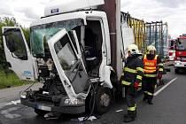 Dopravní nehoda dvou nákladních automobilů na dálnici D10.