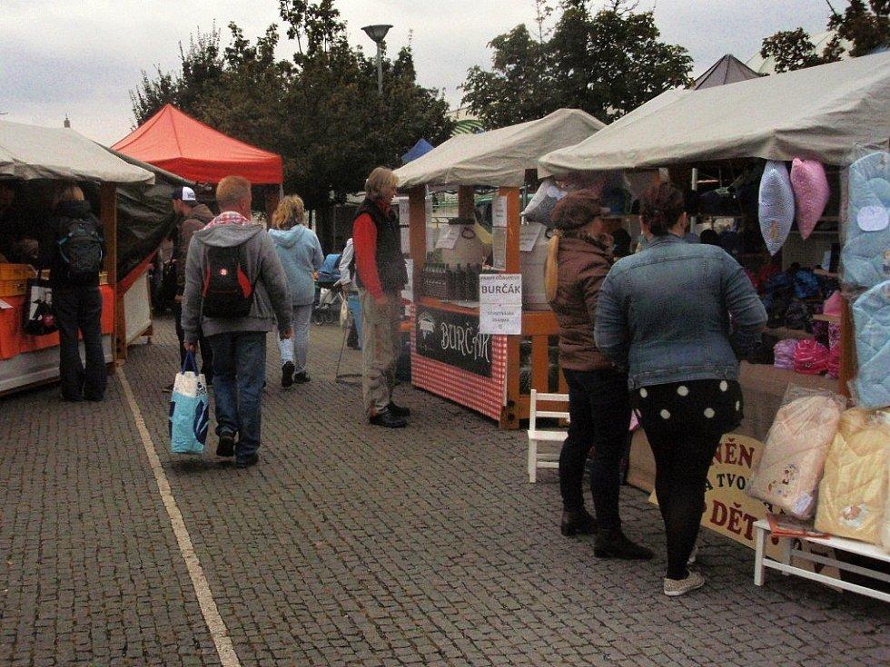 Farmářské trhy se těší poměrně velkému zájmu četných obyvatel sídliště Černý Most. Pořádají se i v blízkosti stejnojmenné stanice metra.