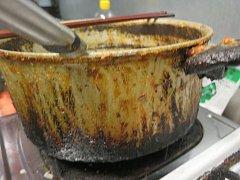 Inspektoři našli v provozovnách špínu, prach či chybějící přístup k teplé vodě.