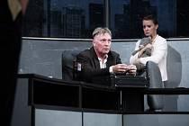 Švandovo divadlo na Smíchově dnes uvádí dánskou komedii Kdo je tady ředitel? od Larse von Triera.