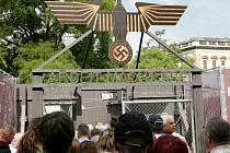 Na Karlově náměstí začala netradiční expozice v podobě koncentračního tábora.