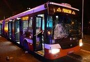 Autobus srazil na Lhotce dvě ženy.