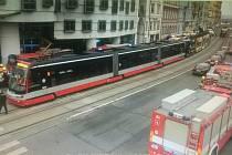 Srážka tramvají na Rašínově nábřeží.