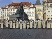 Zástupci iniciativy Rekonstrukce státu uspořádali 11. června v centru Prahy happening za to, aby Sněmovna už dál neodkládala další projednávání návrhu na zavedení internetového registru smluv.