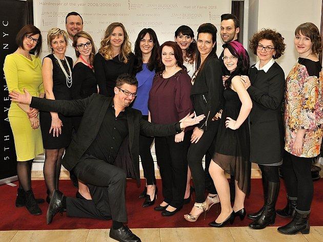 Realizační tým čtvrtého ročníku Proměn sDeníkem. Šesti dámám se vroce 2015dostane stejné péče týmu profesionálů.