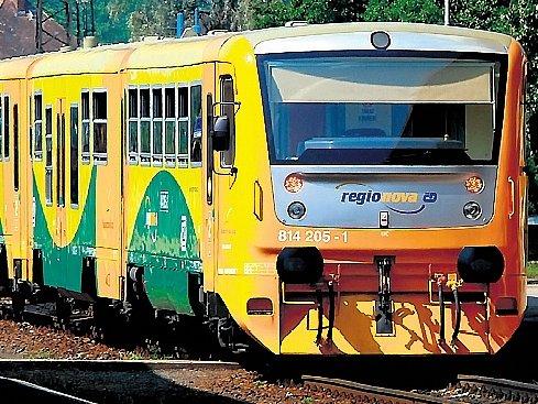 NOVÉ VLAKY. Na tratích v Praze a okolí budou i v roce 2008 přibývat moderní vlaky. Klimatizované patrové jednotky CityElefant a vlaky Regiona postupně nahrazují přesluhující pantografy.