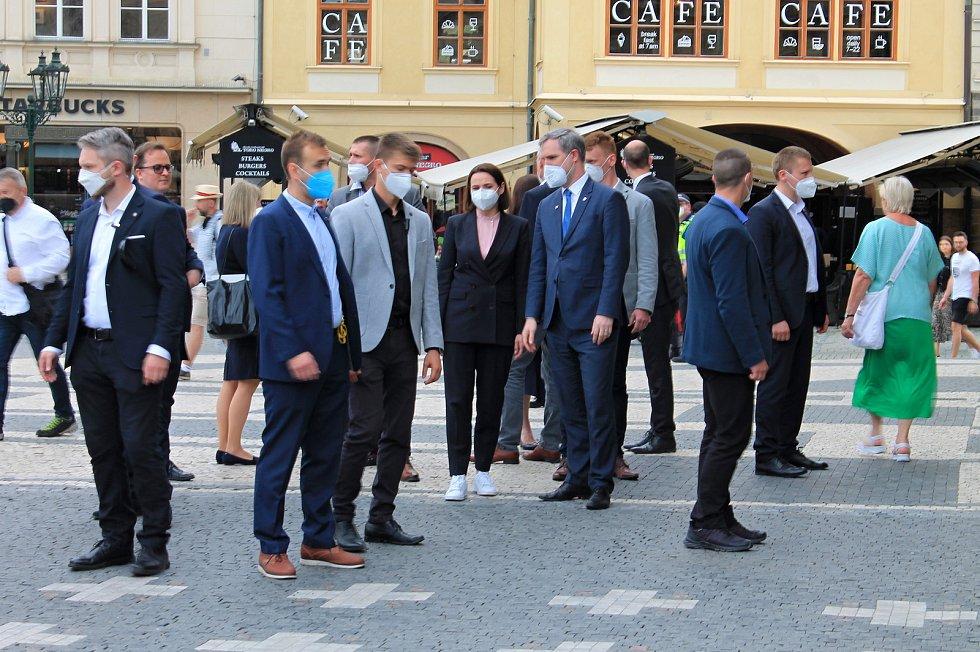 Běloruská opoziční politička Svjatlana Cichanouská při setkání s primátorem Prahy Zdeňkem Hřibem.