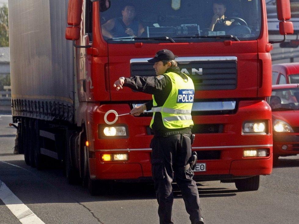 Zákaz vjezdu kamionů. Ilustrační foto.