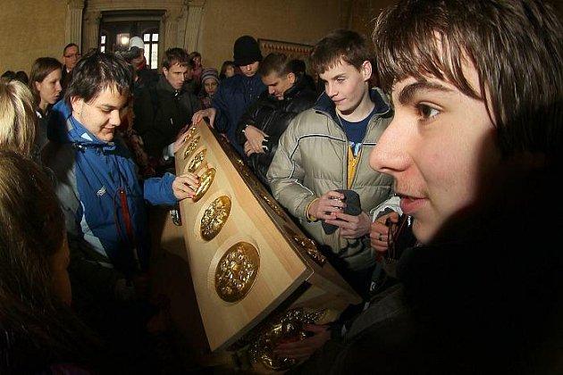 Ve Vladislavském sále Pražského hradu byl v úterý 22. února představen dotykový (haptický) model relikviáře sv. Maura.