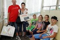 Akce dopravního podniku města Prahy při příležitosti šedesátimiliontého návštěvníka lanové dráhy na Petřín. Stala se jím Marcela Radová ze Stodůlek, která přišla společně s manželem Františkem a vnoučaty.