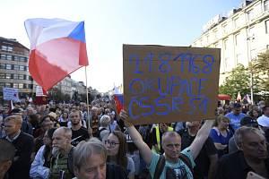 Pochod z Václavského náměstí na Hradčanské náměstí v Praze k připomenutí 50. výročí potlačení občanských protestů při prvním výročí sovětské okupace i současnou informační válku