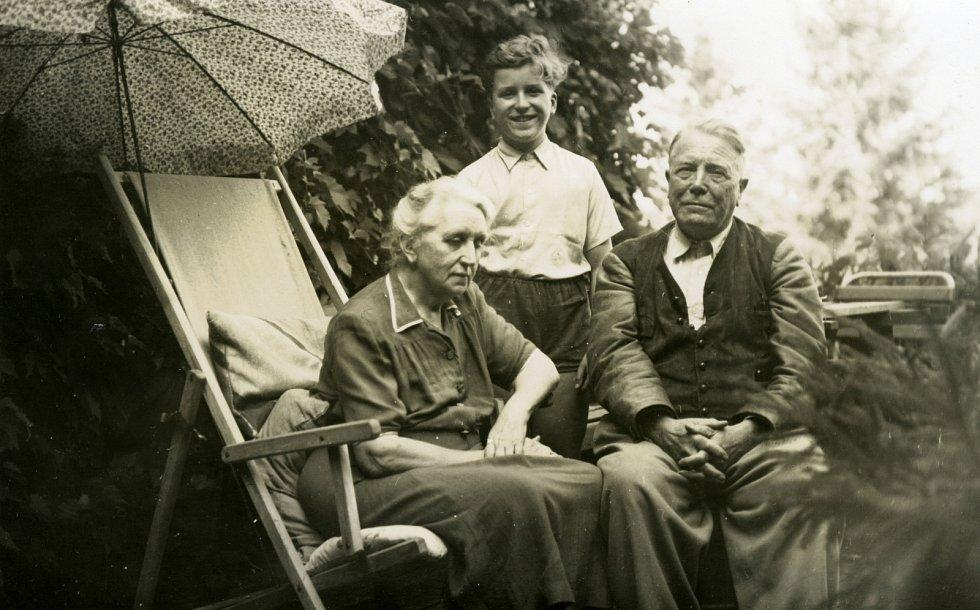 Josefa Vavrečková, Ivan Havel a Hugo Vavrečka na Havlově, konec 40. let.