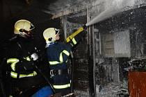 Požár stavební buňky v Lipanech na okraji Prahy.