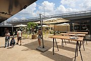 Manifesto otevřelo v centru Prahy kulturně-gastronomické centrum. V létě 2019 v něm bude provozovat i letní kino.