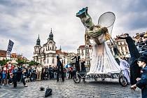 Slavnostní průvod Anděla naděje v Praze.