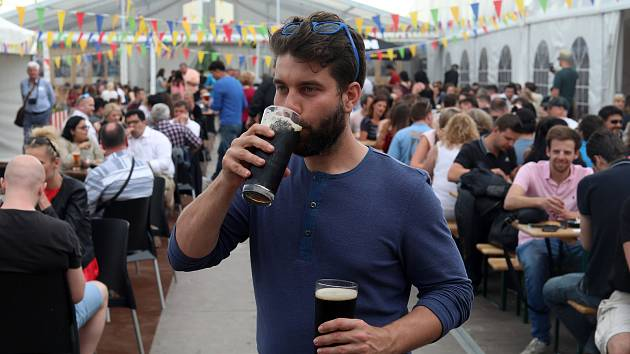 Začal tradiční  Pivní festival na pražské Letné a potrvá do 17 dní.