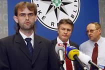 WOLFRAM. Na Policejním prezidiu se 21. dubna uskutečnila tisková konference zástupců Útvaru pro odhalování organizovaného zločinu a Krajského ředitelství policie hl. m. Prahy k úspěšné realizaci operace Wolfram, jejímž cílem bylo odhalení zločinecké organ