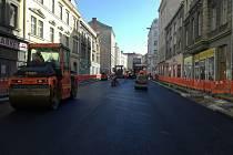 Husitská ulice před dokončením rekonstrukce.