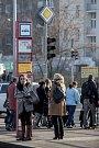 Zmatky kvůli náhradní autobusové dopravě na zastávce Bulovka v Praze.