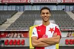 Fotbalisty pražské Slavie 5. ledna 2021 posílil dánský reprezentant Alexander Bah.