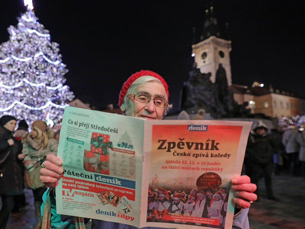 Česko zpívá koledy na Staroměstském náměstí.