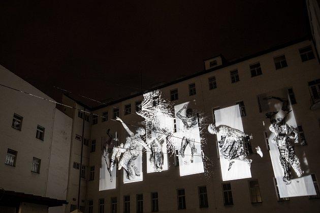 Generální zkouška Signal festivalu probíhala vcentru Prahy 11.října. Na snímku Second Litany vHybernské.