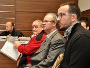 Městský soud v Praze projednával rozsáhlou kauzu vražd, daňových úniků, podvodů a zpronevěry, jíž vévodí nález těl dvou zavražděných lidí ve stodole v Záhornici na Nymbursku z října roku 2013.