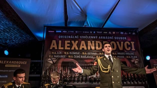Tisková konference k turné ruského pěveckého souboru Alexandrovci, který 11. května vystoupí ve Zlíně, proběhla 12. dubna v Praze.