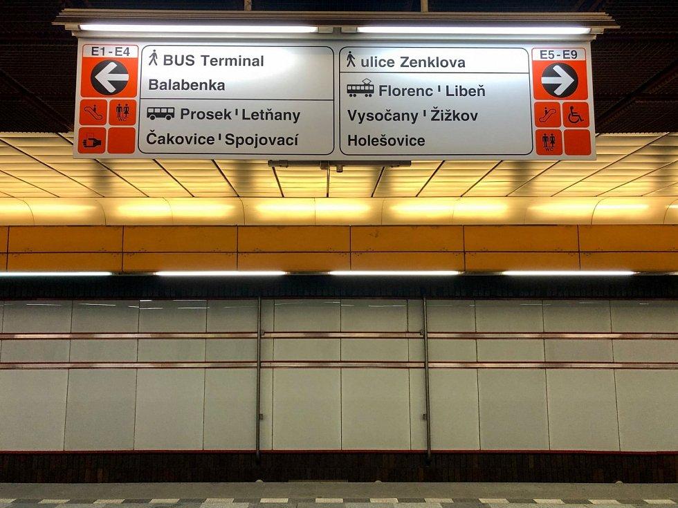 Nová navigace ve výstupech z metra.