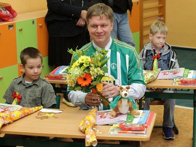 Pražský primátor Tomáš Hudeček navštívil v rámci zahájení školního roku základní školu Botičská na Praze 2. Na snímku v učebně třídy 1B, kterou učí třídní Ivana Molnárová.