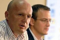 Zatím má podporu. Trenér fotbalistů Sparty Michal Bílek může být alespoň prozatím klidný, viceprezident letenského klubu Daniel Křetínský (na snímku vpravo) mu i přes nelichotivé výsledky projevil podporu.