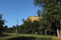Staré pověsti branické říkají, že původní knížecí sídlo bylo právě na vrcholu branických skal.