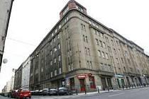 Obyvatelé domu Františka Križíka 25 na privatizaci svých bytů stále čekají.