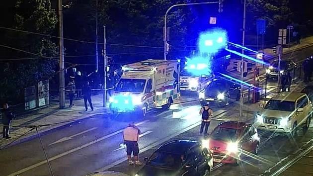 Na Palackého náměstí řešila policie rvačku cizinců s noži.