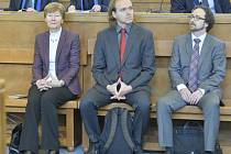 Zleva někdejší šéfka sekce pro české předsednictví EU Jana Hendrichová, diplomat Radomír Karlík a právník David Mlíčko.