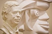 Výstava soutěže sochařských portrétů Václava Havla, Antonína Holého a Jana Kaplického nazvaná Soutěž tří portrétů začala 7. ledna v budově Akademie věd v Praze.