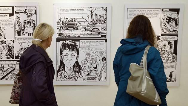 Z unikátní výstavy Zelený Raoul, politická satira a další tvorba Štěpána Mareše aneb Dvacet let života ufona v českých podmínkách na Chvalském zámku v Praze.