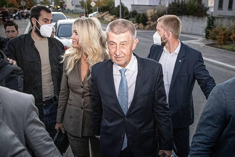 Andrej Babiš přijel do volebního štábu hnutí ANO, 9. října 2021 v Praze.