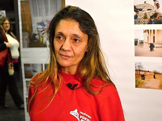Růžena zažila násilí na vlastní kůži. Na výstavě s názvem Můj svět bez domova prezentuje čtyři panely fotografií, které pořídila za poslední tří roky. Celkem v Národní technické knihovně v Praze vystavuje jedenáct autorek.