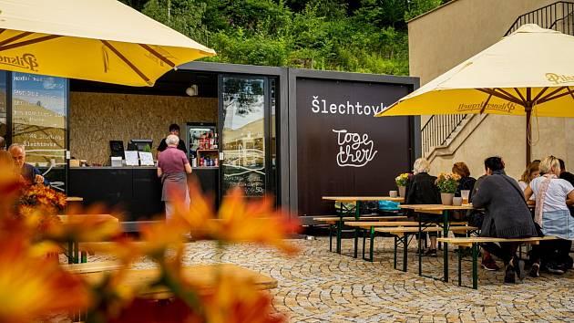 U Šlechtovy restaurace je od začátku léta 2020 dočasné bistro, než bude dokončena rekonstrukce.