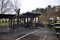 Požár dřevěného altánu ve Všenorech.